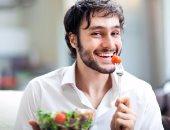 أفضل 5 أطعمة لوجبة العشاء تجنبك زيادة الوزن.. منها سلطة الخضراوات