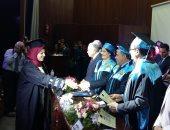 رئيس جامعة بنها يكرم أوائل خريجى كلية الاداب