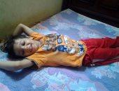 بالصور.. كارثة طبية جديدة.. طفل يدخل حميات طنطا على قدميه ويخرج مشلولا