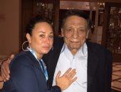 إنجى على تقابل الزعيم بتونس فى قمرت بمقر إقامته وتلتقط معه صورا تذكارية