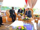 السيسى يتسلم دعوة للمشاركة بالقمة العربية الأفريقية فى غينيا الاستوائية