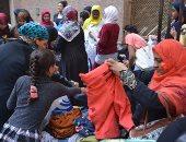 """بالفيديو والصور.. متطوعو مبادرة """"صبايا الخير"""" لـ ريهام سعيد يفرزون التبرعات"""