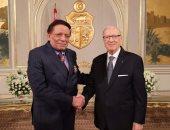 ننشر صور تكريم عادل إمام مع الرئيس التونسى ومنحه الوسام الوطنى للاستحقاق