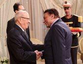 """بالفيديو.. الرئيس التونسى يستقبل عادل إمام بـ""""أهلا بالزعيم"""""""