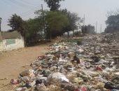 أهالى قرية ميت إشنا بالدقهلية يشكون من تراكم القمامة فى الشوارع