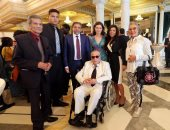 بالصور.. الرئيس التونسى يمنح الوسام الوطنى للفنانين المشاركين بمهرجان قرطاج