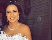 فساتين إيمى سمير غانم تعكس حالة عشق للأسود والأزرق