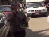 بالفيديو.. مواطن يسير فى طنطا بمكبر صوت ويحذر المواطنين من 11 -11