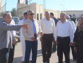 محافظ السويس يشكل مجموعة للطوارئ ويشن حملة للنظافة تبدأ من شارع النيل
