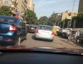 قارئ يرصد سيارة تتجول بدون لوحات معدنية فى شوارع الدقى