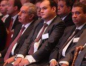 بالصور.. وزير الصناعة يعلن طرح رخص جديدة لمصانع الأسمنت قريباً