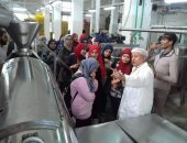 طلاب زراعة قناة السويس فى تدريب عملى بمصانع بورسعيد