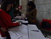 بالفيديو والصور.. صحفيون يضعون نعشا رمزيا لحرية الصحافة قبل بدء اللقاء المفتوح