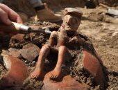 إسرائيل تعثر على تمثال أثرى عمره 3800 عام خلال عملية تنقيب بتل أبيب