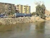بالفيديو.. قارئ يرصد إلقاء سيارات حى شبرا القمامة فى ترعة الإسماعيلية بمسطرد