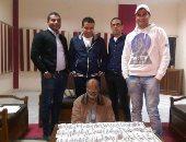 سقوط موظف بالمعاش أثناء ترويجه 10 آلاف جنيه مزورة بالإسماعيلية