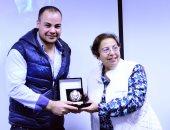 بالصور الأكاديمية البحرية تكرم الزميل عمرو صحصاح فى ندوة طارق لطفى