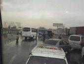 توقف حركة المرور أعلى مسطرد بسبب حادث تصادم سيارتين على الطريق الدائرى