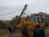 فتح طريق المنصورة دمياط بعد توقفه بسبب سقوط شجرة لسوء الطقس
