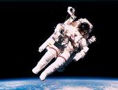 شركة متخصصة فى رحلات الفضاء توقع عقدا مع أول مسافر للدوران حول القمر