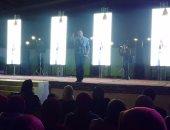 """بالصور.. قصيدة """"التأشيرة"""" لهشام الجخ تشعل مسرح مكتبة مصر ببورسعيد"""