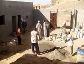 بالصور.. أهالى قرية بأسوان يطورون مدرسة عمرها 80 عاماً بالجهود الذاتية