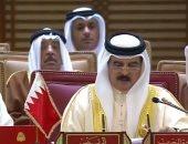 ملك البحرين يصل إلى عمان للمشاركة فى القمة العربية