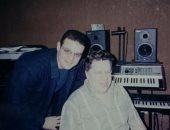 صورة نادرة للشيخ محمود التهامى مع الموسيقار عمار الشريعى فى ذكرى رحيله
