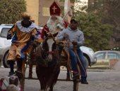 بالصور.. بابا نويل يوزع الهدايا على الأطفال فى السفارة البلجيكية بالقاهرة
