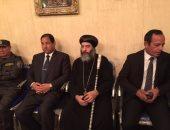 بالصور.. محافظ الغربية ومدير الأمن يقدمان العزاء لأسقف المحلة