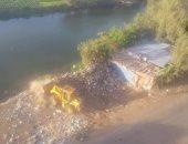 قارئ يرصد القاء القمامة بنهر النيل بقرية كفر الجنينه