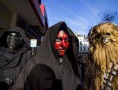 """""""ناس بتقدر الفن""""..جمهور فيلم Rogue One يرتدون ملابس Star Wars أمام السينما"""