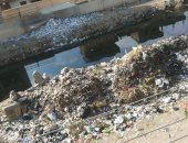 بالصور.. شكوى من تراكم القمامة وطفح الصرف الصحى فى سقارة بالبدرشين