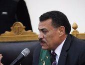 """اشتباكات بين المدعين بالحق المدنى بـ""""أحداث الدفاع"""" وأحد أهالى الشهداء"""