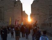 توافد المئات على معبد أبوسمبل لحضور تعامد الشمس
