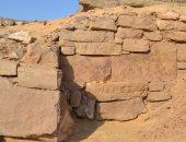 """""""الآثار"""" تعلن  الكشف عن جدار فرعونى بأسوان"""