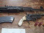 ضبط 4 أشخاص بحوزتهم أسلحة نارية و2 أسطوانة بها مواد متفجرة بقنا