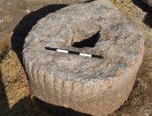 """""""الآثار"""" تنقل قطعة أثرية  عثر عليها عند جزار بالغربية لمعبد بهبيت"""