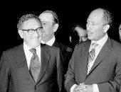 ذات يوم.. نيكسون وكيسنجر يطلبان تدخل السادات لإلغاء حظر البترول العربى ضد أمريكا