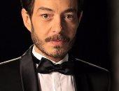 """أحمد زاهر  """"زوج الاثنين"""" في مسلسل """"البرنس"""".. تعرف عليهما"""