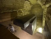 صحيفة بريطانية تبحث فى لغز صناديق سوداء مكتشفة قرب الأهرامات