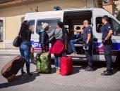 فرنسى يستضيف 200 لاجئ بمنزله.. والشرطة تعتقله وتؤكد: 5 سنوات سجن فى انتظاره