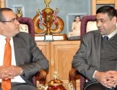 قنصل العراق يزور جامعة المنصورة لمناقشة عمل توأمة مع الجامعات العراقية