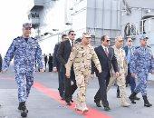 """بالصور.. الرئيس السيسى يتفقد غرفة القيادة لحاملة المروحيات """"جمال عبدالناصر"""""""
