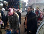 رئيس مدينة الجمالية بالدقهلية يتابع بيع أسطوانات الغاز بالسعر الرسمى