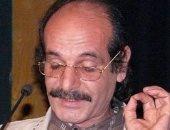 نقل الشاعر فتحى عبد الله إلى المستشفى لتراجع حالته الصحية