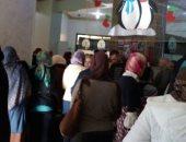 بالصور: أولياء أمور مدرسة خاصة بالإسكندرية يستغيثون من زيادة المصروفات