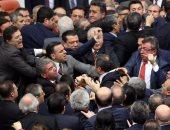 سلطات مطلقة ولا يحق للعاملين التقاضى.. أردوغان يسن قانونا لتشريد الموظفين