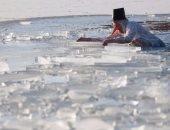 """سباحون ألمان يغطسون فى مياه باردة للفوز بلقب """"ملك جليد كيمزى"""""""
