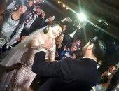 """""""عمرو يوسف"""" الأكثر بحثا على جوجل بعد تداول صور زفافه على كندة علوش"""